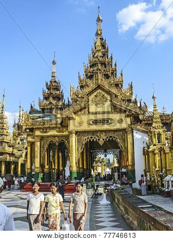 The Atmosphere Of Shwedagon Pagoda In Yangon