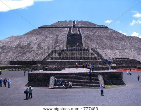 Piramid Of The Sun In Teotihuacan