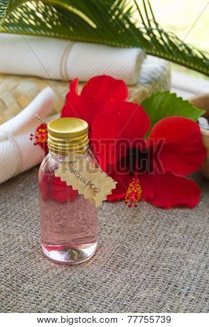 Shampoo with hibiscus oil