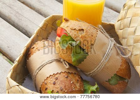 Vegetarian lunch al fresco