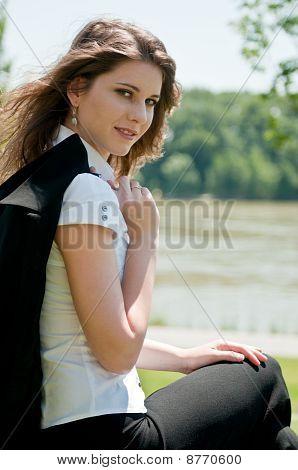 Retrato de mulher jovem ao ar livre