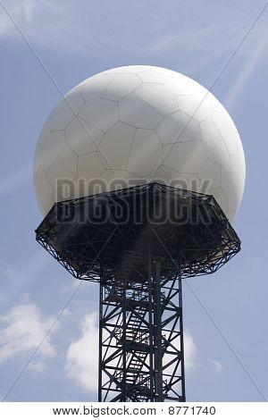 esfera de radar grande branco