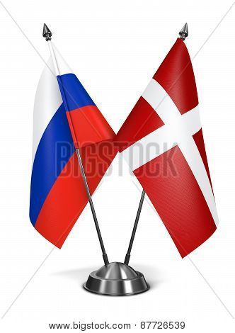 Russia and Sovereign Military Order Malta - Miniature Flags.