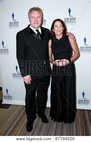 LOS ANGELES - FEB 11:  David Hunt, Patricia Heaton at the 30th Annual John Wayne Odyssey Ball at the Beverly Wilshire Hotel on April 11, 2015 in Beverly Hills, CA