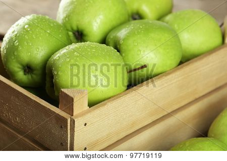 Ripe green apple in crate close up