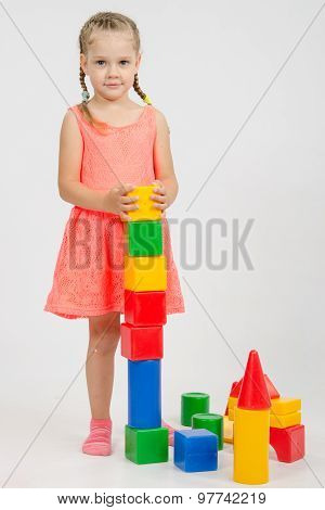 Four-year Girl Builds A Pyramid Of Cubes