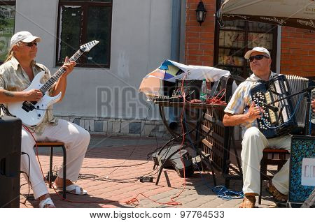 Two musicians playing in the street