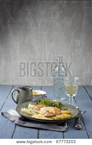 White Asparagus with Salmon Filet