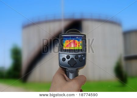 Thermal imaging camera of a tank