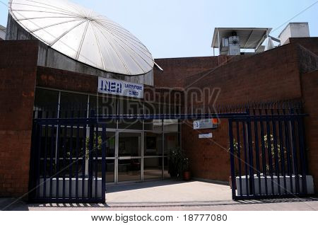 MEXICO CITY - APRIL 28: The Clinical Laboratory of the Mexican Institute of Respiratory Illnesses in Mexico City is where H1N1 swine flu is researched  April 28, 2009 in Mexico City.