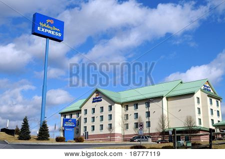 BREEZEWOOD, PA - FEB 12: Holiday Inn on February 12, 2009 in Breezewood, PA. InterContinental Hotels plans to rebrand and expand its Holiday Inn hotels despite the recession.
