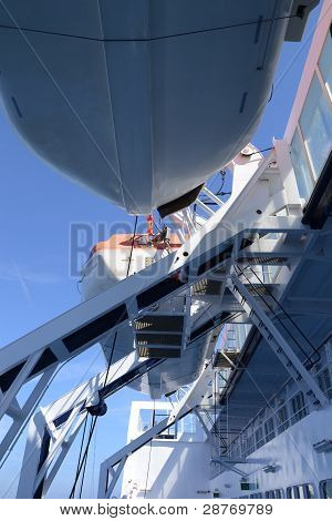 Passenger ship life boats