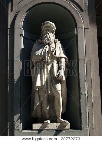 Leonardo Da Vinci in the Niches of the Uffizi Coldeonna