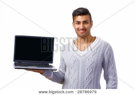 Lächelnder Mann halten Notebook
