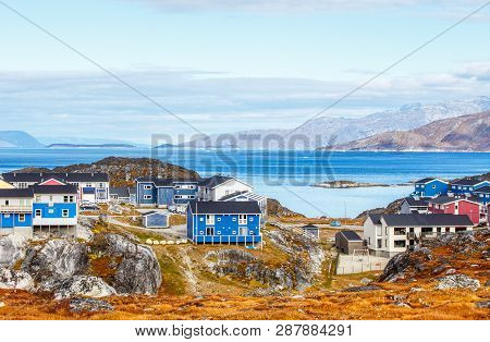 Inuit Houses And Cottages In