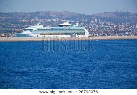 Cruiser terminal port
