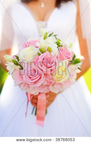 Bride with rose wedding bouquet