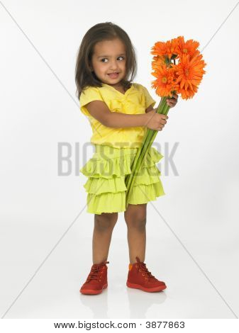 Asian Girl holding Gerbera Blumen