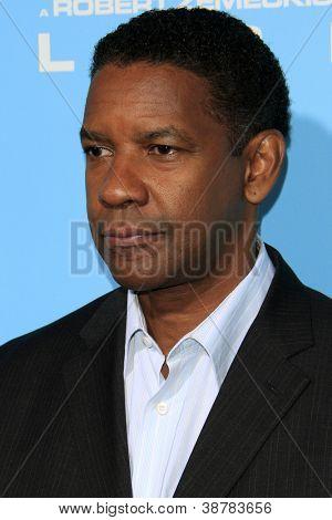 LOS ANGELES - OCT 23:  Denzel Washington arrives at the