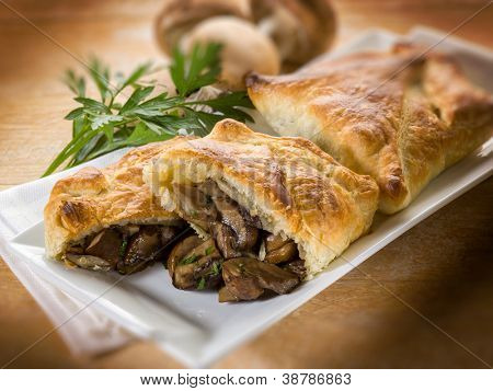 strudel stuffed with  mushroom