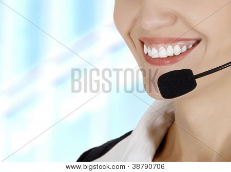 Call Center Woman with Headset vor abstrakten Hintergrund