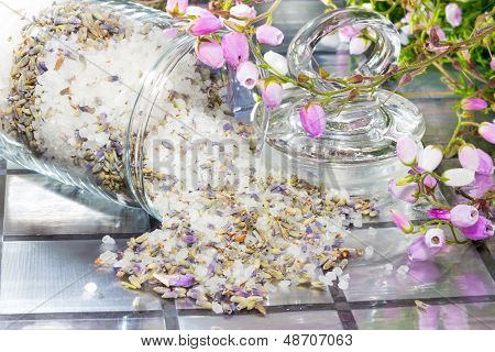 Floral Potpourri With A Fresh Aromatic Scent