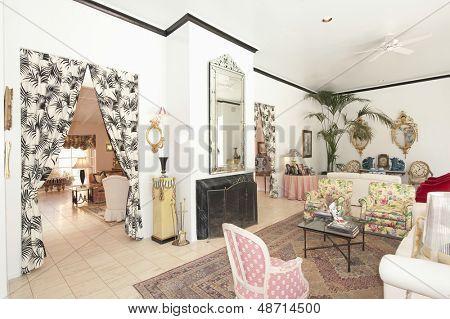 Mobiliario ecléctico en la sala de estar