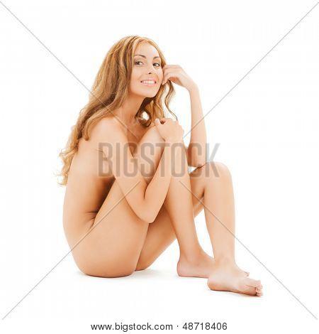 Bild von attraktiven nackte Frau mit langen Haaren auf dem Boden sitzend