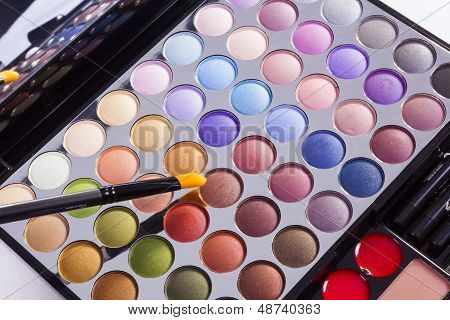 Open Colourful Eye Shadow Compact