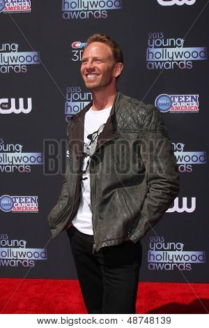 LOS ANGELES - AUG 1:  Ian Ziering arrives at the 2013 Young Hollywood Awards at the Broad Stage on August 1, 2013 in Santa Monica, CA