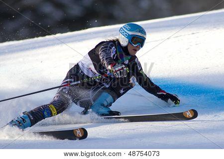 LIENZ, Österreich 28. Dezember 2009. Julia Mancuso USA trifft ihre Hand auf die Piste und verliert ihre Skistock
