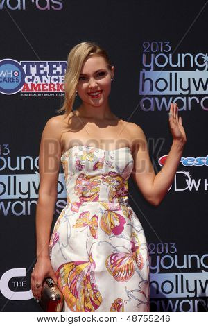 LOS ANGELES - AUG 1:  AnnaSophia Robb arrives at the 2013 Young Hollywood Awards at the Broad Stage on August 1, 2013 in Santa Monica, CA