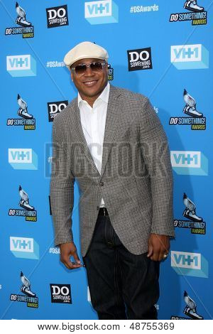 LOS ANGELES - JUL 31:  LL Cool J, aka James Smith arrives at the 2013 Do Something Awards at the Avalon on July 31, 2013 in Los Angeles, CA