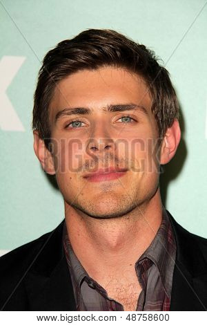 SLOS ANGELES - AUG 1:  Chris Lowell arrives at the Fox All-Star Summer 2013 TCA Party at the SoHo House on August 1, 2013 in West Hollywood, CA