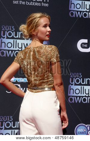 LOS ANGELES - AUG 1:  Anna Camp arrives at the 2013 Young Hollywood Awards at the Broad Stage on August 1, 2013 in Santa Monica, CA