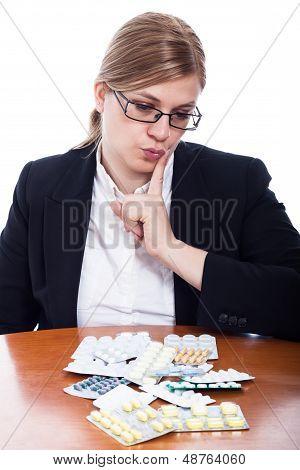 Mujer elegir pastillas