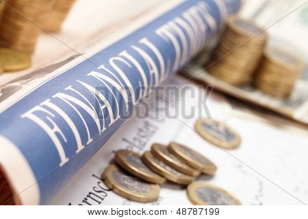 Jornal financeiro com papel