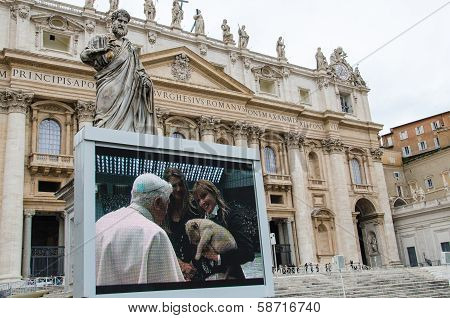 Video screen showing Benedict XVI