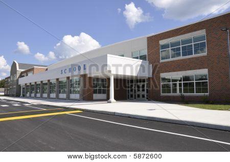 Moderno edificio de la escuela