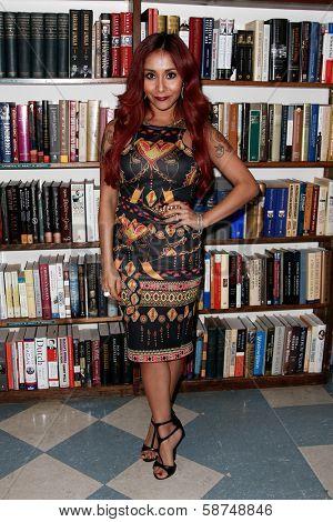 HUNTINGTON-JAN 15: Reality star Nicole