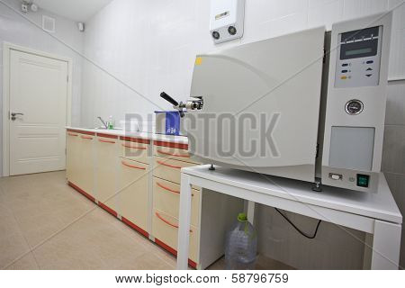 the image of an apparatus for sterilizing of medical instruments