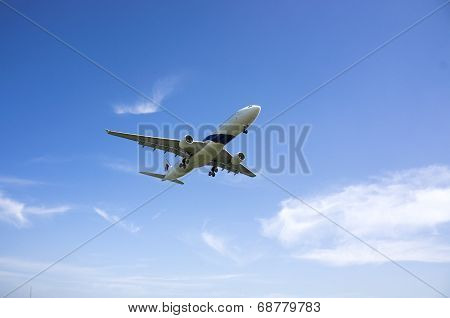 Airbus A330 323  Ready For Landing