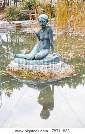 Statue in Japanese garden, Budapest
