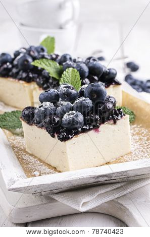 cheese cake with blueberries