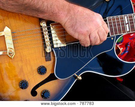 Guitar 817