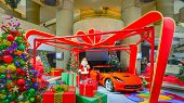 Постер, плакат: Santa Claus 2014 Corvette Presents and Christmas Trees