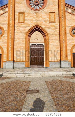 Villa    Church  Varese  The Old Door