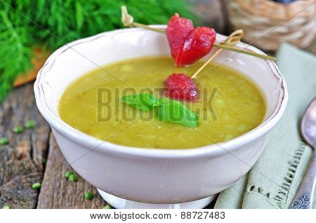 Appetizing pea soup with bacon and sausage