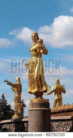 golden statue of Uzbek girls