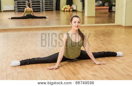 Young Woman Doing Side Split In Fitness Class